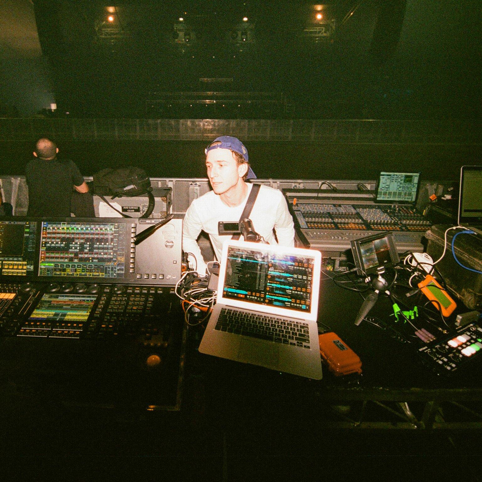 RL Grime Unleashes 22 Epic Remixes Of 'NOVA' - FUXWITHIT
